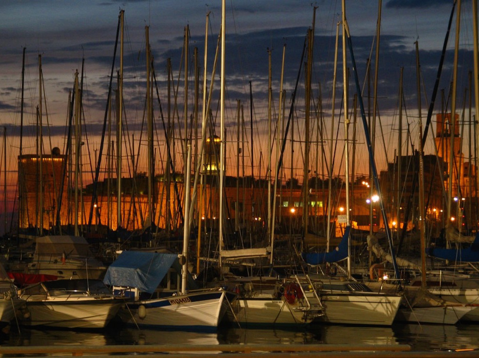 port-marseille-nuit-mats-bateaux-ag