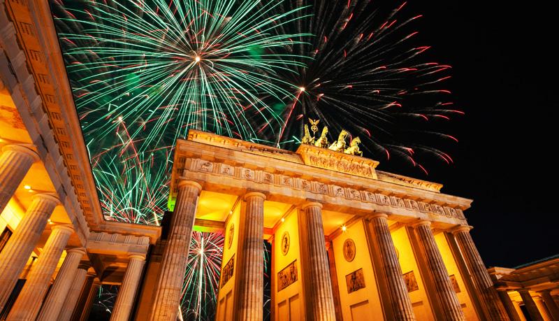 New-Year-Berlin-Brandenburger-Gate-Firework