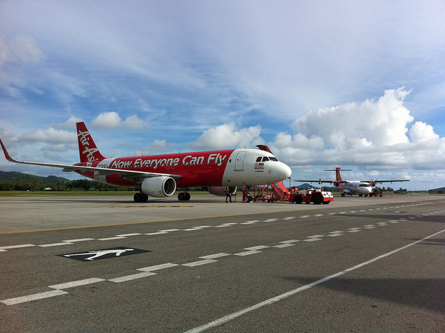 Img2_Simon_sees_Air Asia A320 in Langkawi