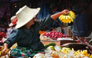 9700589 - thai woman at the damnoen saduak floating market, thailand