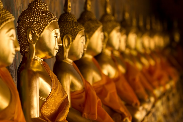 rangee de bouddhas assis dans le temple de Wat Arun a Bangkok - ksri123rf - 123RF easy