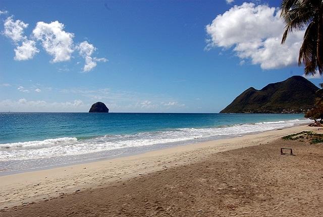 beach-112700_640