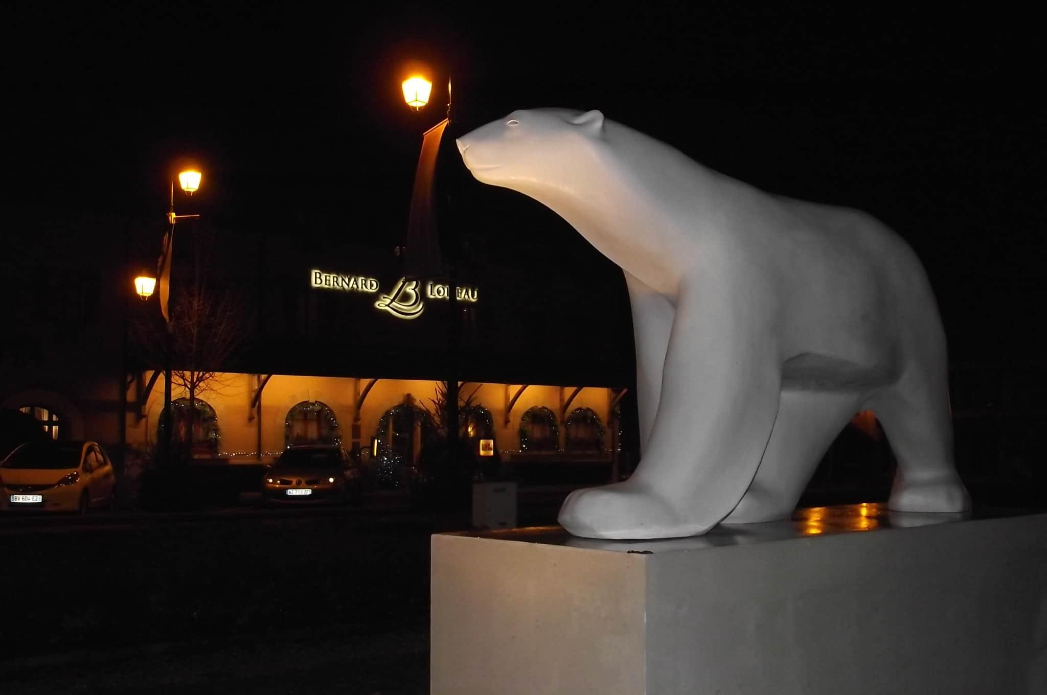 ours pompon et relais et chateau bernard loiseau-min