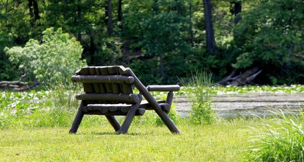 bench-216691_640
