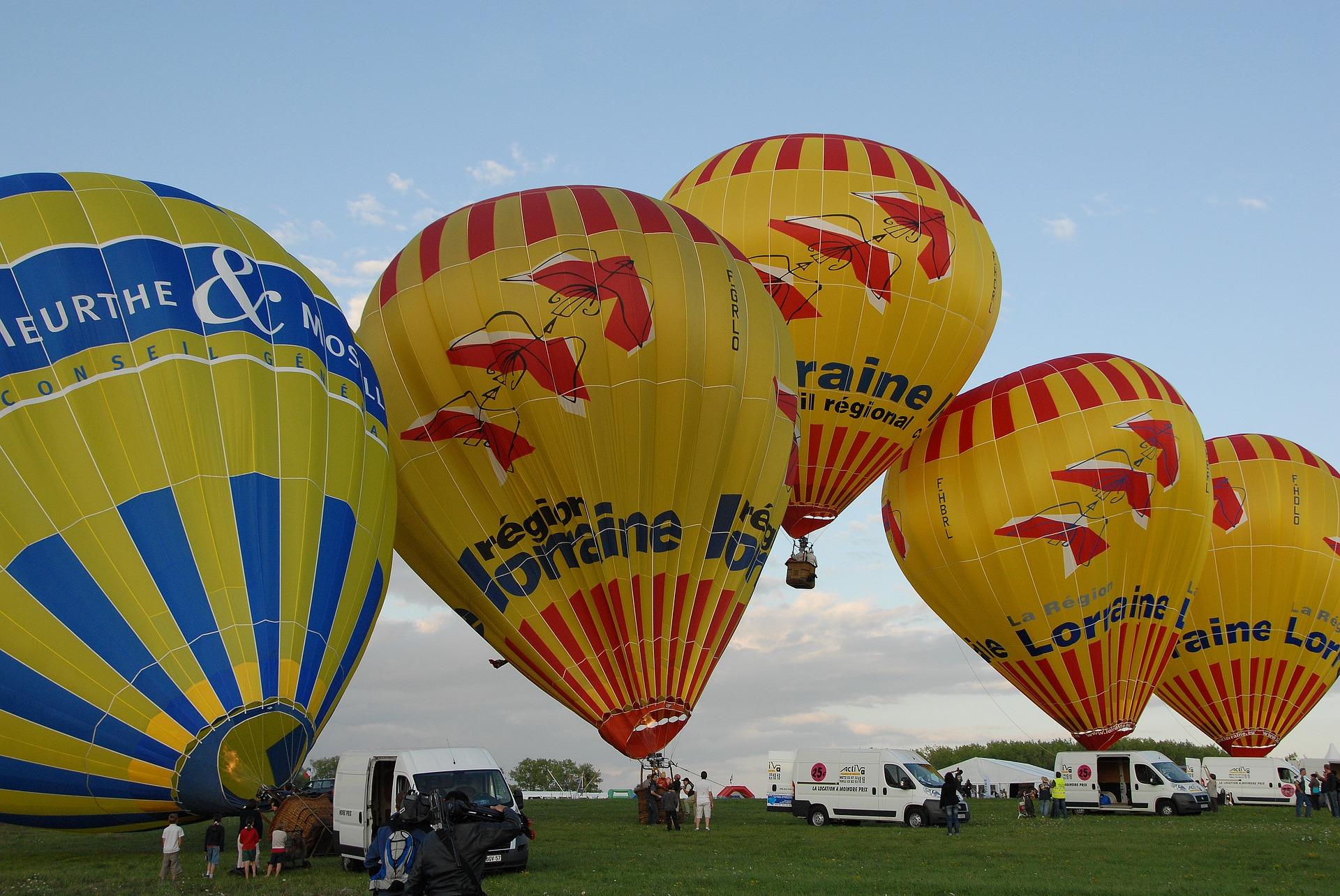 hot-air-ballooning-1804032_1920