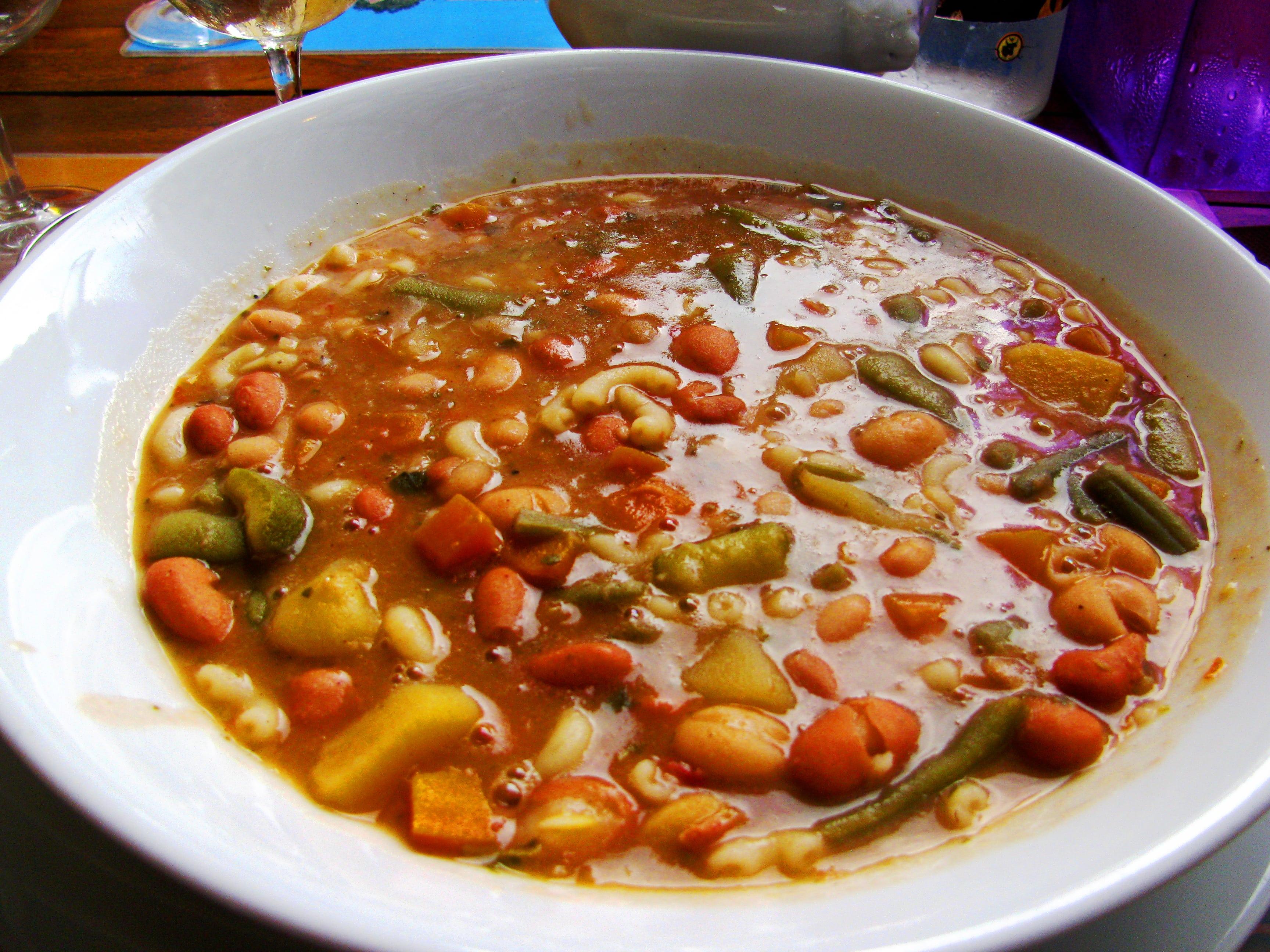 Lumières_restaurant_La_bouche_des_goûts_-_Assiette_de_soupe_au_pistou-min