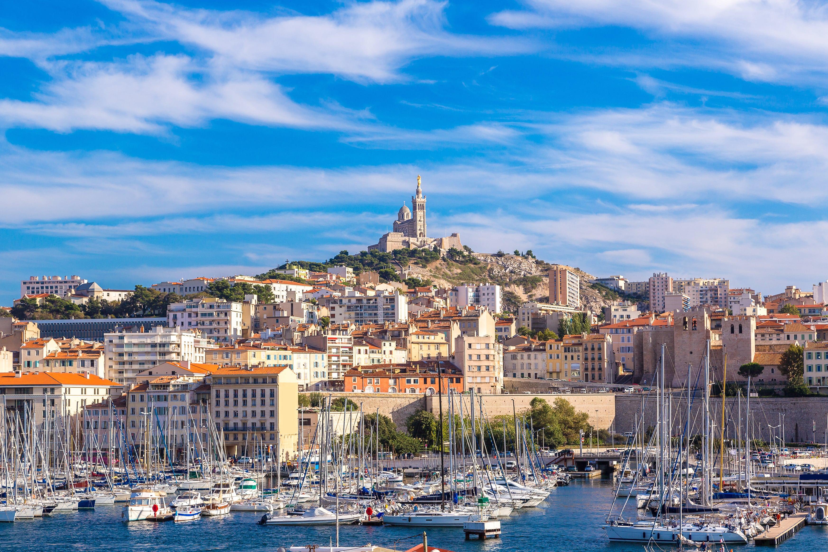 Marseille_France_Notre Dame de la Garde and olf port in Marseille, France_94726032-min
