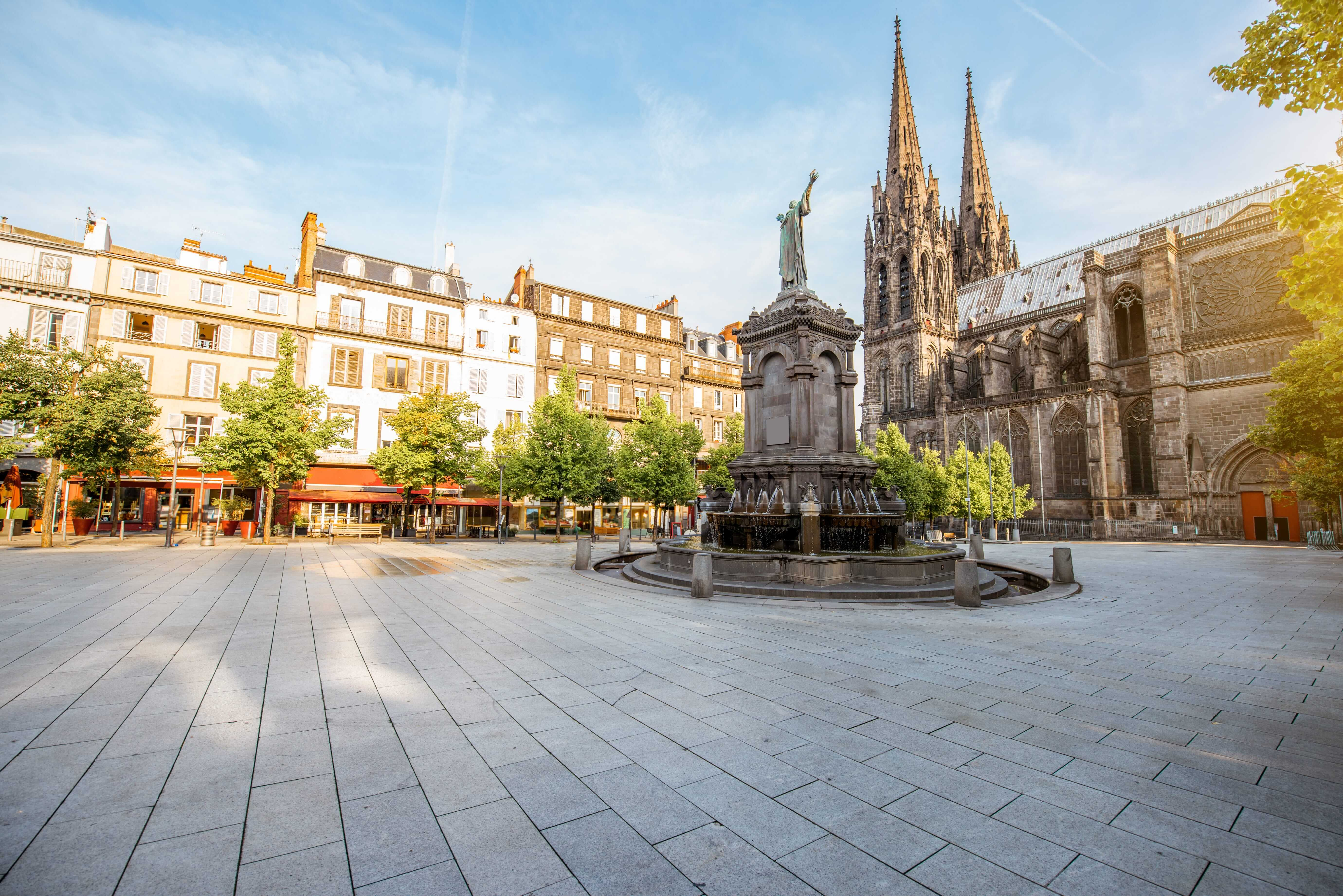 Orléans_France_Morning view on the Victory square with monument and cathedral in Clermont-Ferrand city in France_170759950-min (1)