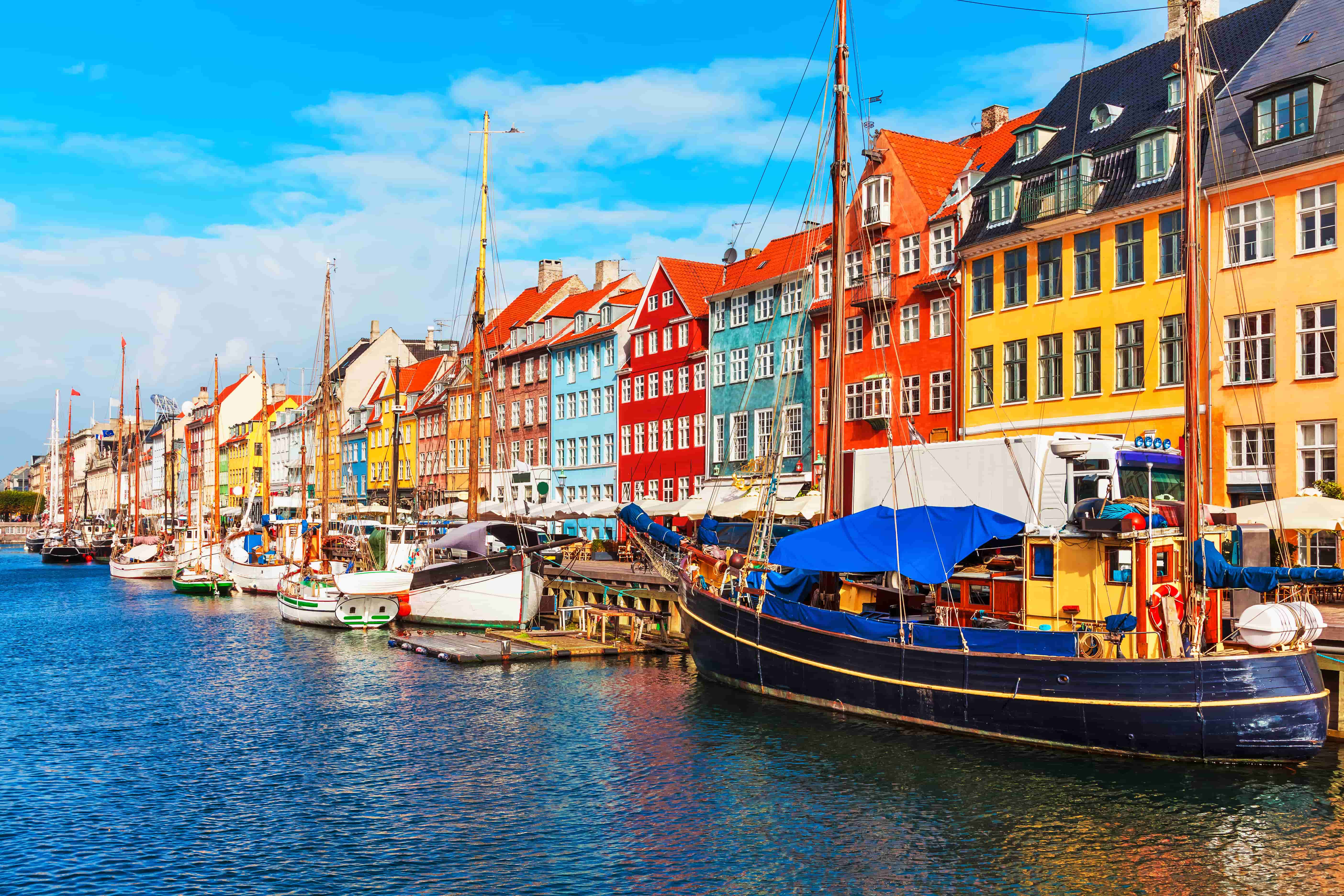 Copenhague_Danemark_Nyhavn, Copenhagen, Denmark_80551292-min