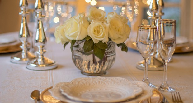 table-3018151_1920