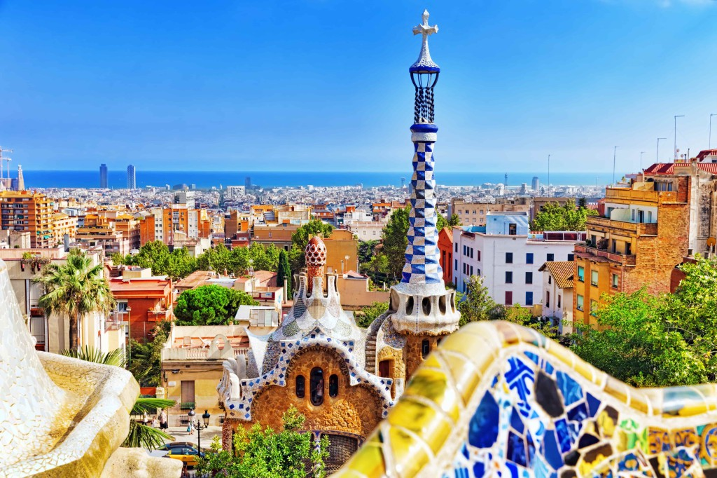 Barcelone_Espagne_Gorgeous and amazing Park Guel in Barcelona-min (1)