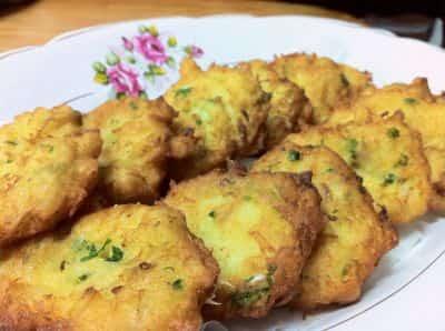 pataniscas de bacalhau-min