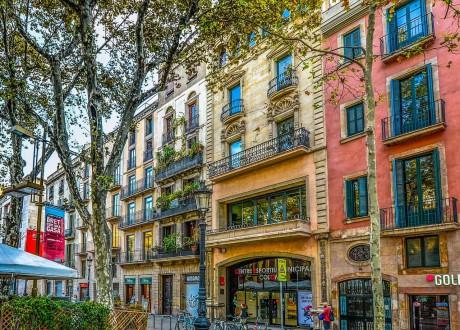 barcelona-2088158_1280-min