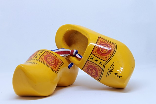 wooden-shoes-3220159_640
