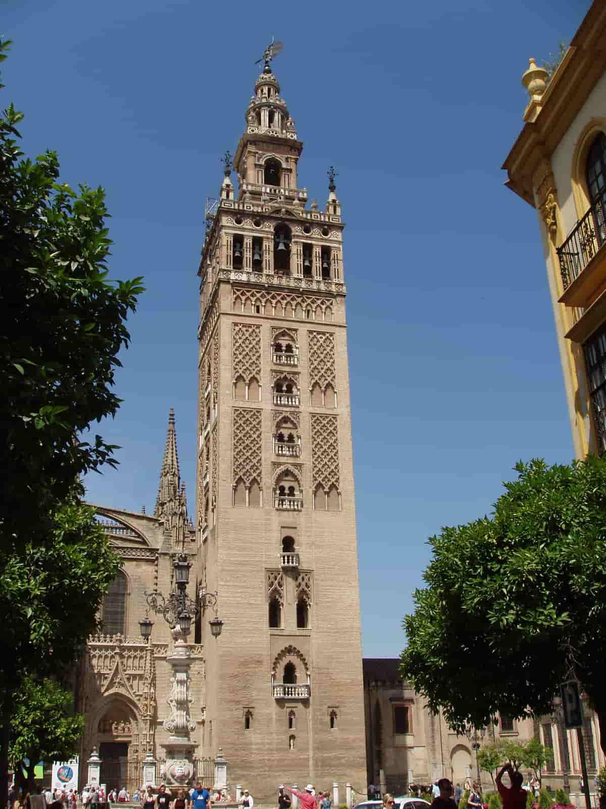 Giralda_de_Sevilla-min
