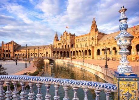 Séville_Espagne_Plaza de Espana (Spain square) in Seville, Andalusia_115134473-min