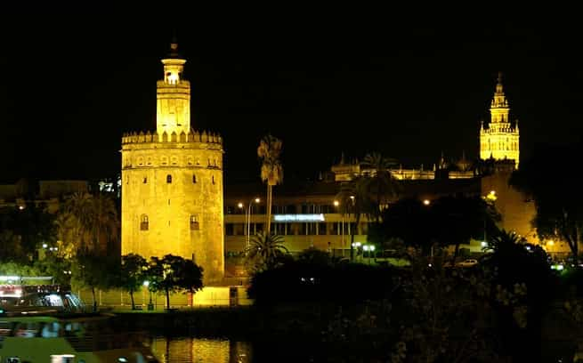 la-torre-del-oro-en-sevilla-min