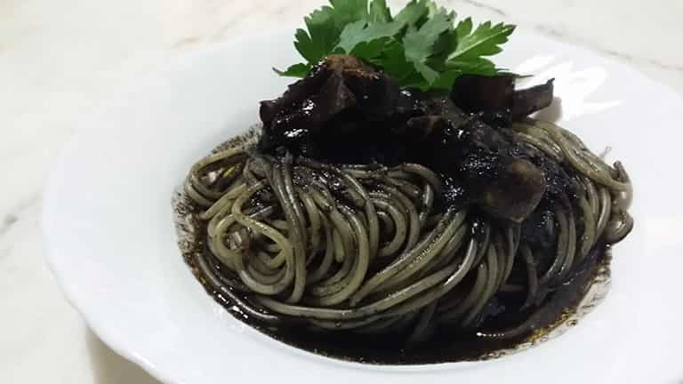 pasta-con-il-nero-di-seppie-primi-piatt-siciliani-min