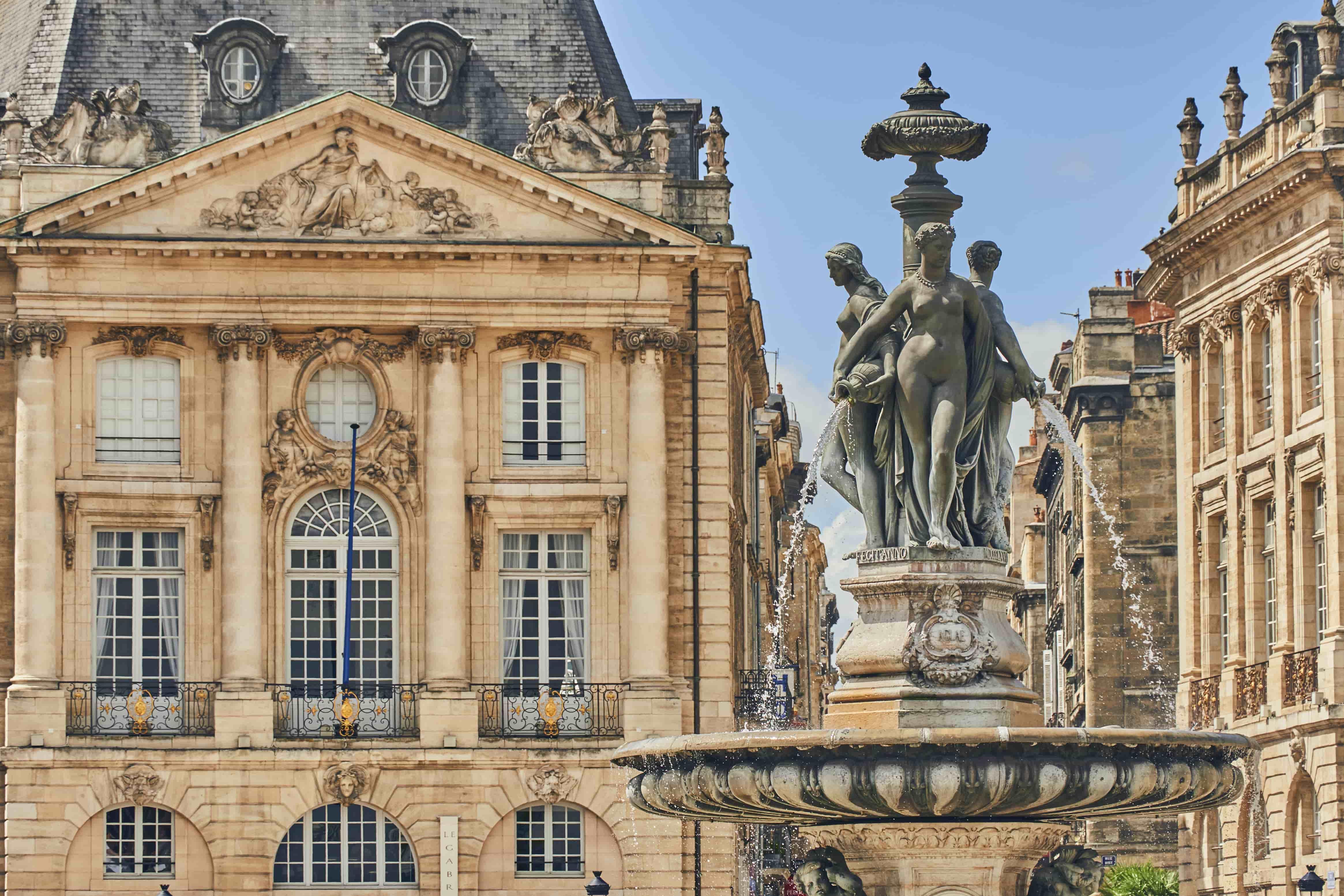 Bordeaux_France_Fountain in Bordeaux's Place de la Bourse_115014236-min