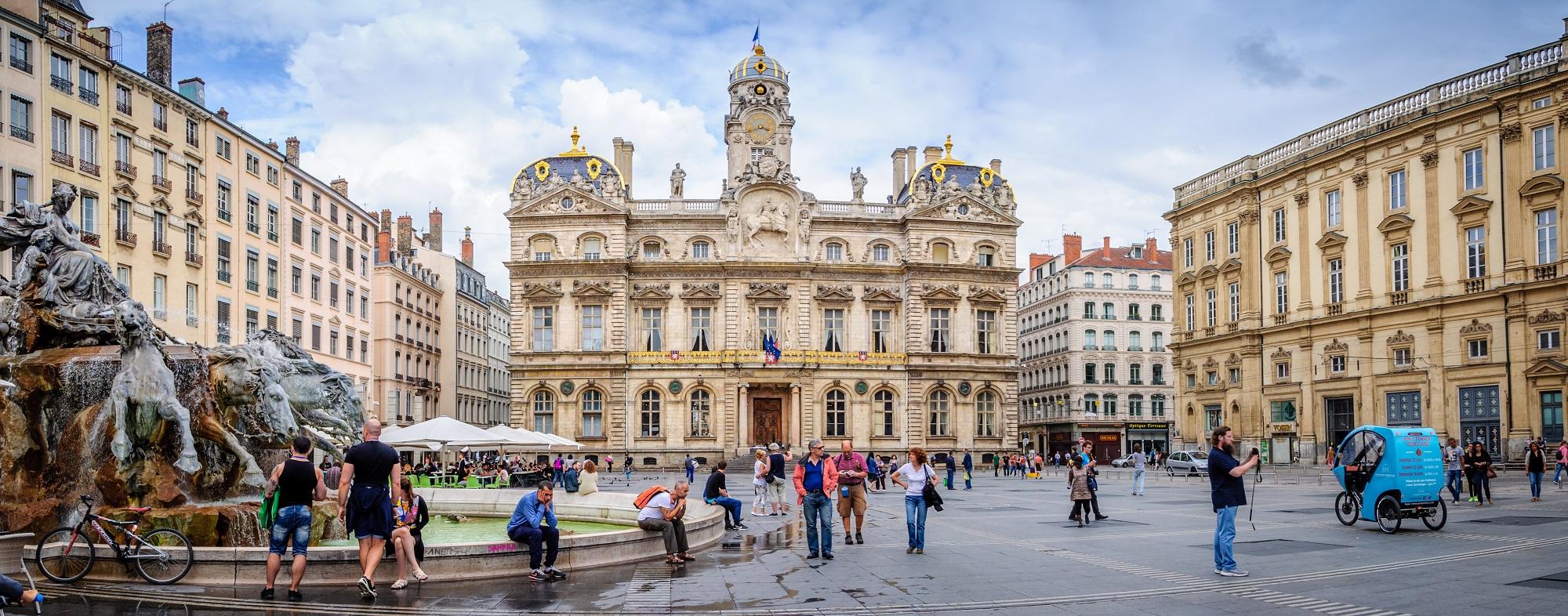 Panorama de la place des Terreaux au centre de Lyon
