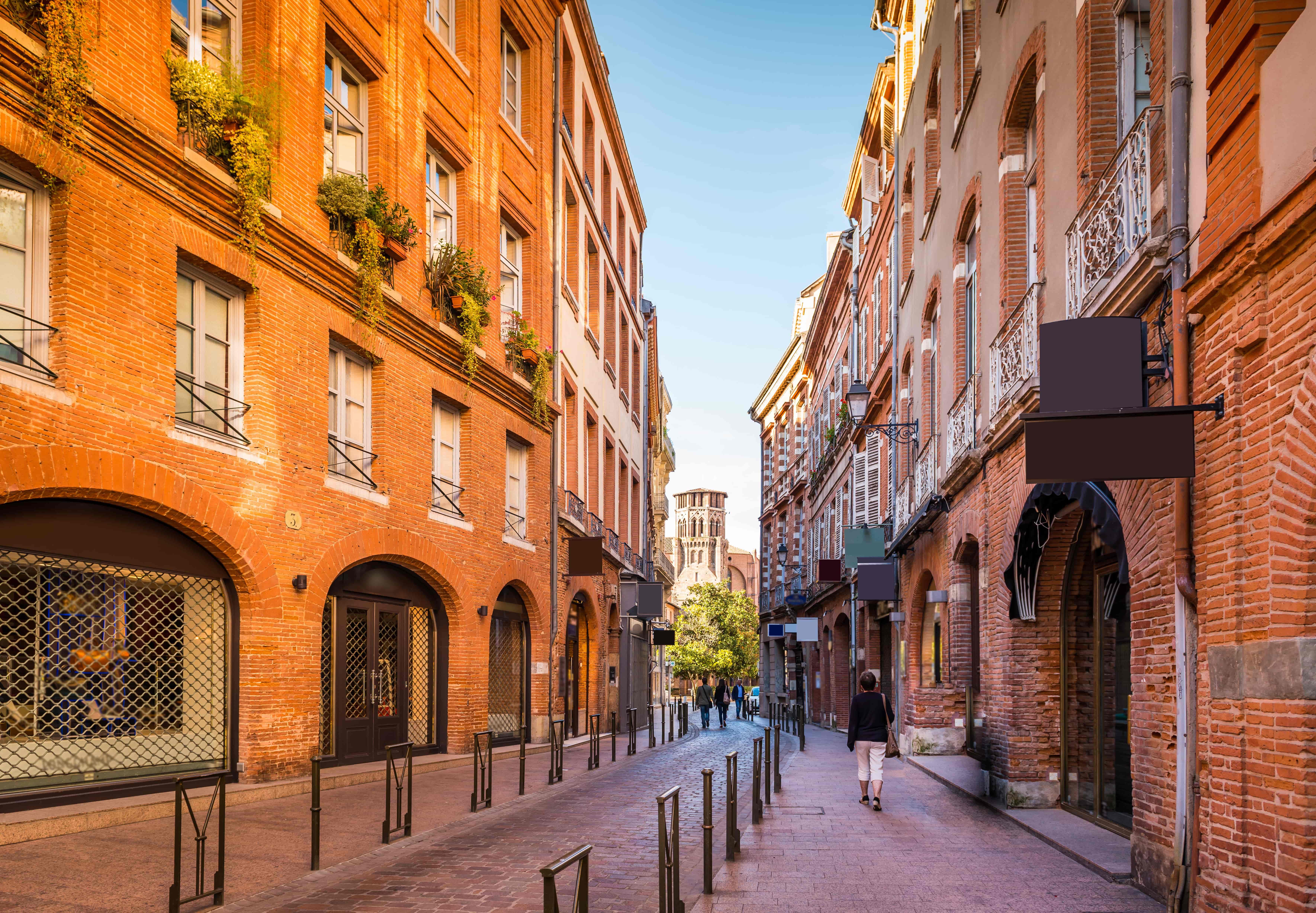 Toulouse_France_Rue de Toulouse, Haute-Garonne, Midi Pyrénées, Occitanie, France_80862060-min