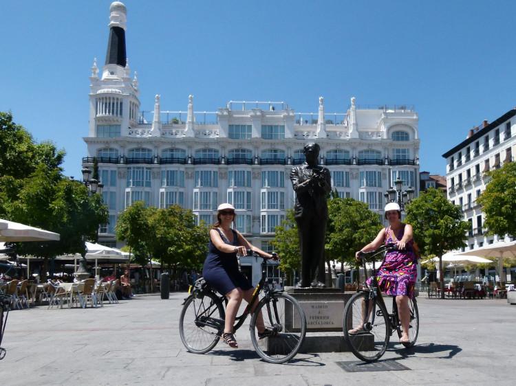 Vanessa & Leire lors d'une visite à vélo