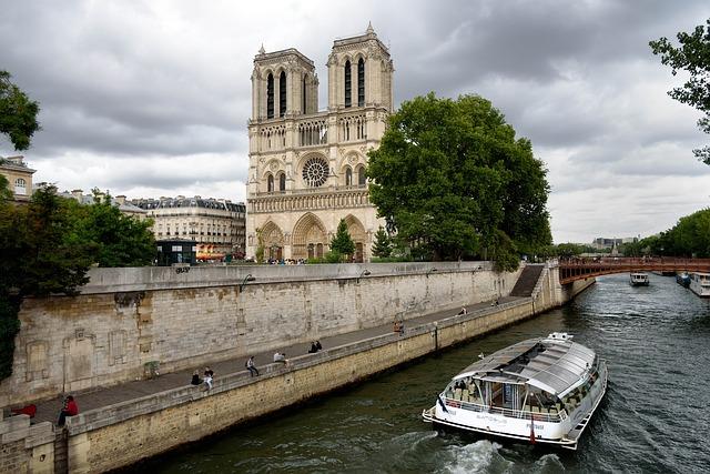 Paris Notre Dame_skeeze