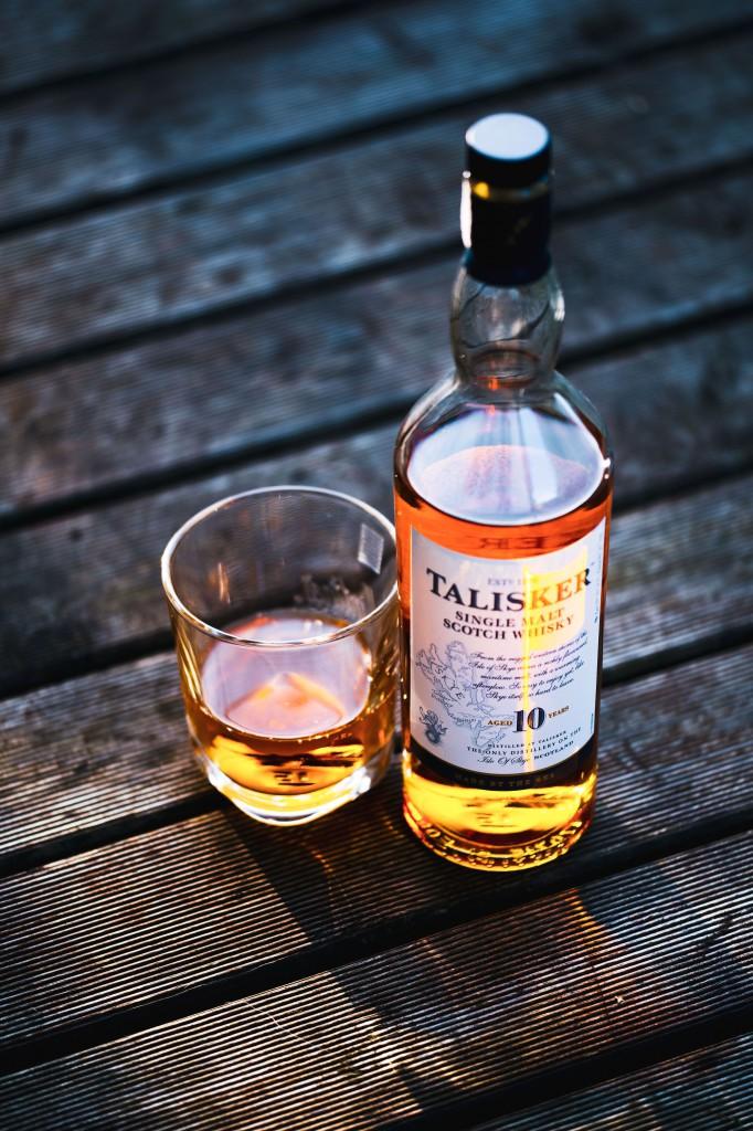 Sampling Talisker Whiskey © Jacek Dylag